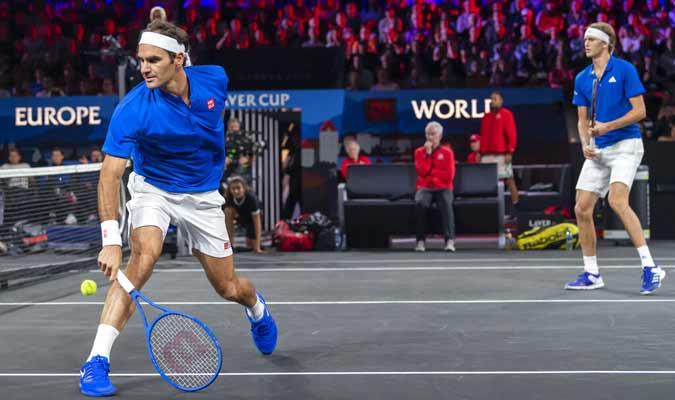 Roger Federer y Alexander Zverev / Foto: AP
