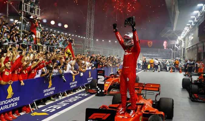 Su compañero Charles Leclerc lo acompañó en el podio l Foto: Cortesía