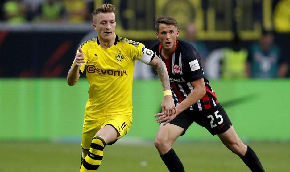 Reus disputa el balón con Erik Durm / Foto: AP