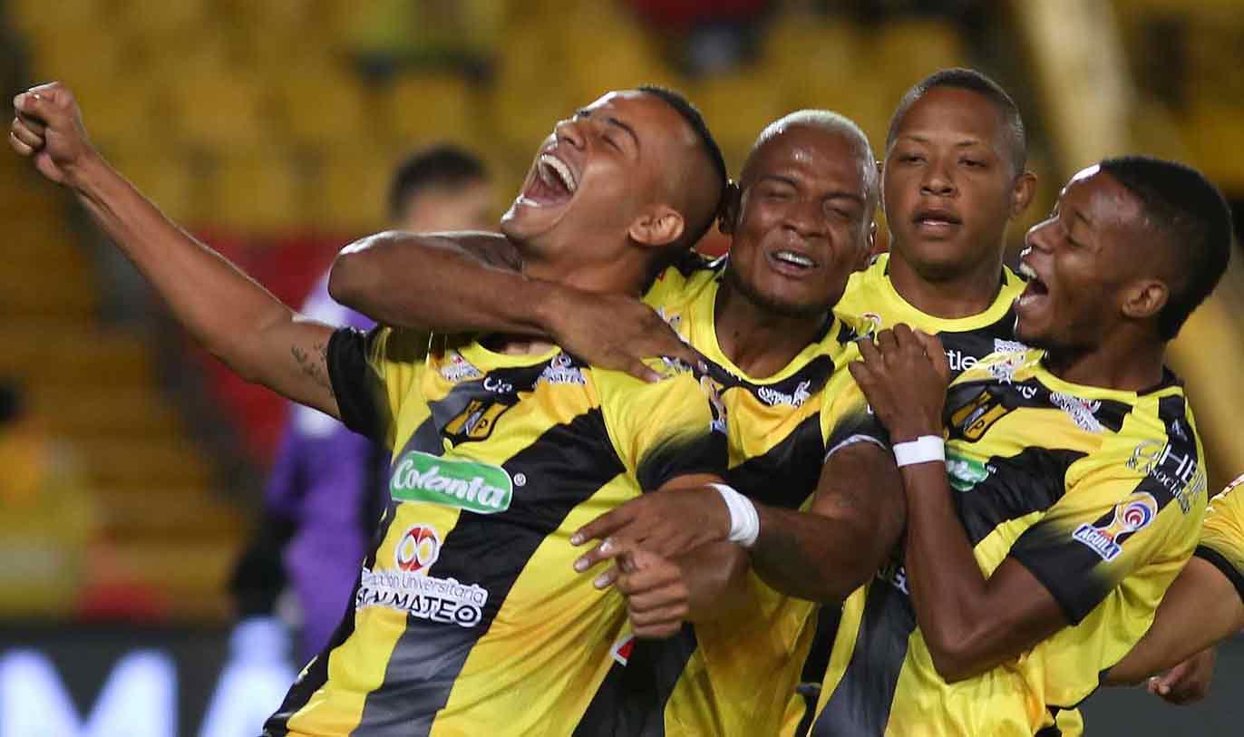 Jugadores del Alianza Petrolera festejan el gol / Foto: Cortesía