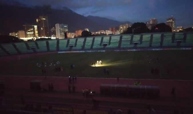 El estadio quedó sin energía eléctrica / Foto: Jesús López (@jesuslopez23)