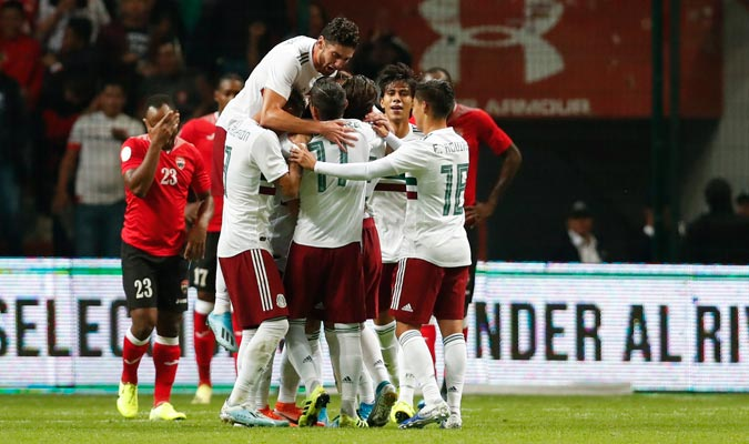 Los jugadores mexicanos festejan su gol ante Trinidad y Tobago / Foto: AP