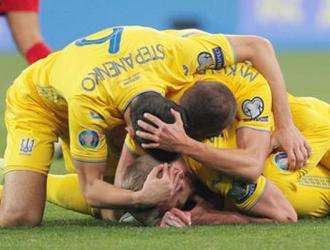 Jugadores ucranianos festejan su pase a la Eurocopa / Foto: EFE