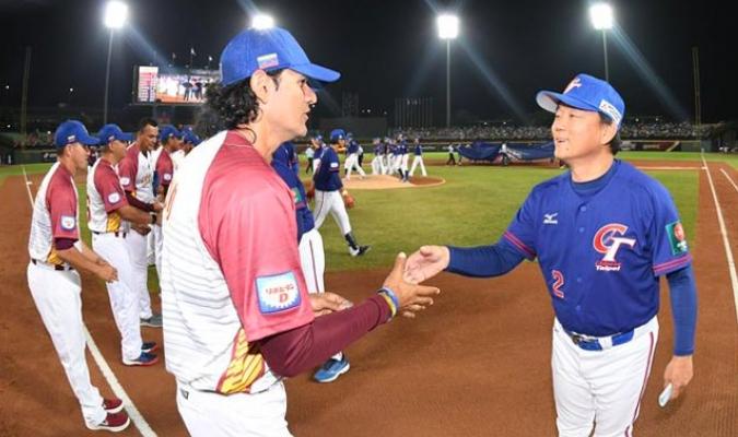 Los criollos sucumbieron ante el buen pitcheo de los taiwaneses/ Fotos @FEVEBEISBOL