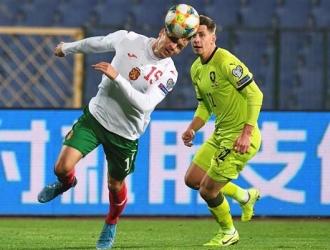 El defensor anotó el gol de la victoria / Foto: EFE
