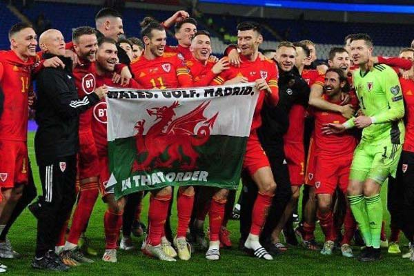Bale y sus compañeros celebran la clasificación / Foto: Cortesía