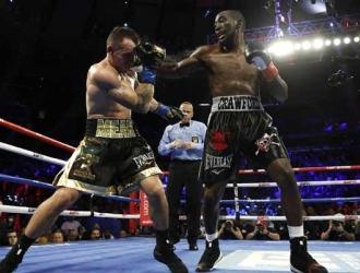 Crawford asesta un golpe sobre el lituano / Foto: AP