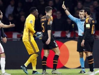 El jugador fue expulsado por un cabezazo / Foto: EFE