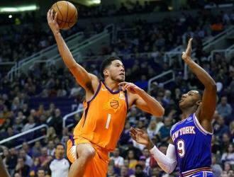 Booker se destacó con 38 puntos / Foto: AP