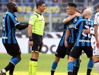 Lautaro fue expulsado por protestar al árbitro / Foto: EFE