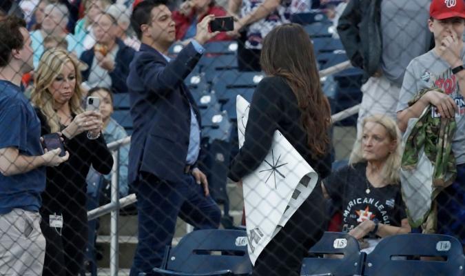 Confiscan carteles en juego de los Astros / Foto: Cortesía