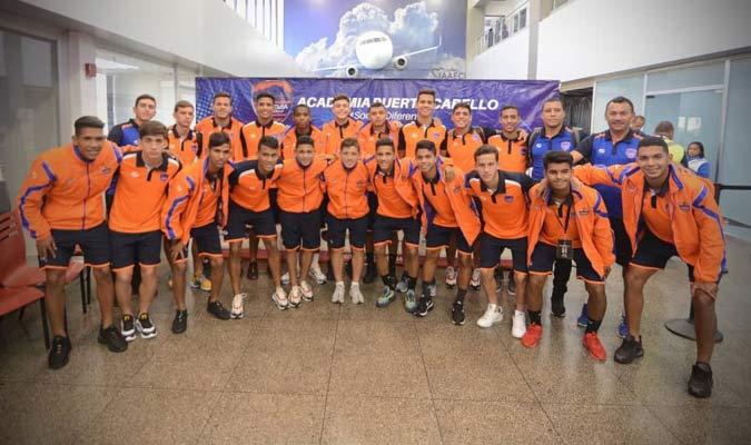 Los jugadores llegaron al Aeropuerto de Valencia  / Foto: Academia