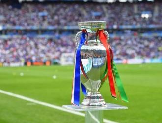Los 15 campeones de la Eurocopa se exhiben en Roma a 100 días del comienzo del torneo / foto cortes