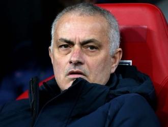 Mourinho fue visto entrenando en un parque de Londres / Foto: Cortesía