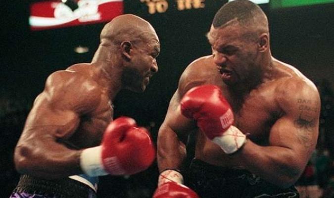 Holyfield ganó las dos peleas en las que se enfrentaron   Cortesía