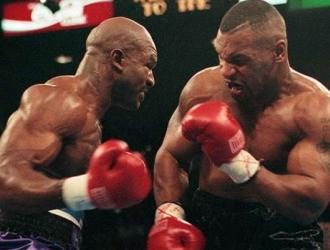Holyfield ganó las dos peleas en las que se enfrentaron | Cortesía