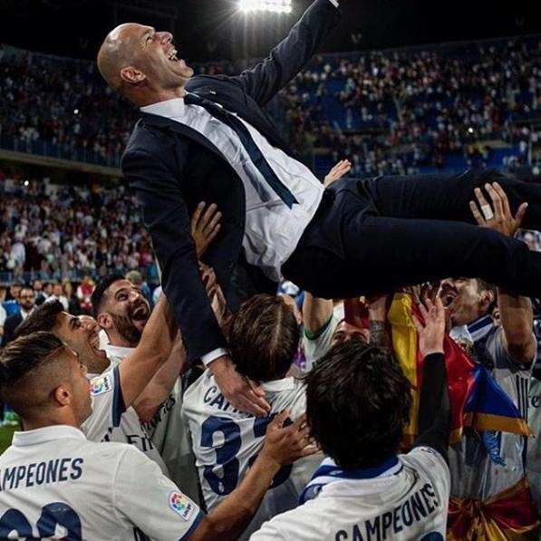 El equipo lanzó a Zinedine Zidane por los cielos
