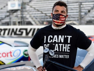Wallace había presionado con éxito a la NASCAR para que prohibiera el uso de la bandera confedera