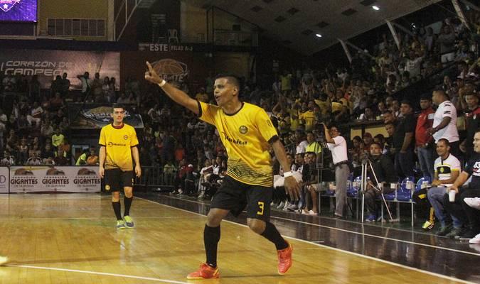 El equipo aurinegro ganó la final con global de 9 a 6 / Ángel García