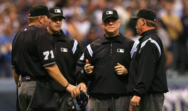 Los peloteros de Grandes Ligas no podrán discutir cara a cara con los umpires