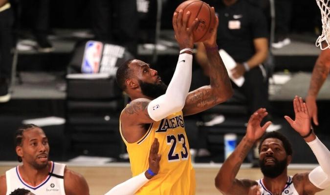 James lidera victoria de los Lakers / foto cortesía