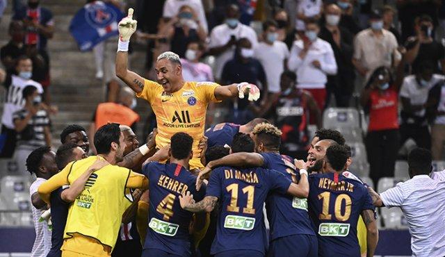Keylor atajó un penal en la victoria del PSG /Foto cortesía