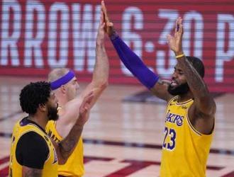 Davis y LeBron ponen a los suyos a valer| AP