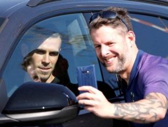 Bale llega a Londres / foto cortesía