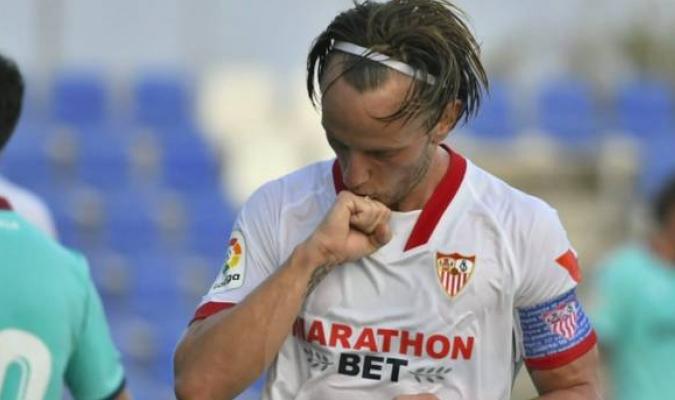 Levantó como capitán el trofeo de la Liga Europa ganado en 2014