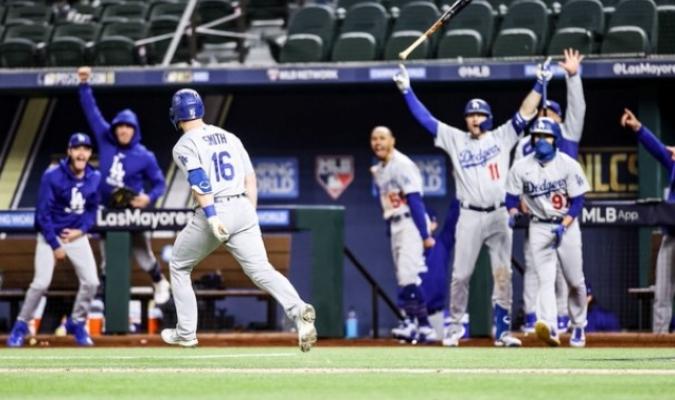 Smith abrió el camino de la remontada| @Dodgers