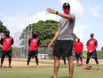 Ramón Santiago dirigió los entrenamientos   MLB.COM