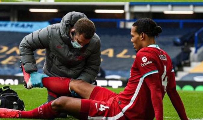 El holandés se lesionó en el partido contra el Everton