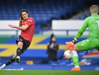 Cavani anotó su primer gol en la Premier/EFE