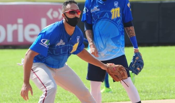 El brasileño se alista para jugar en la antesala  Prensa Magallanes BBC