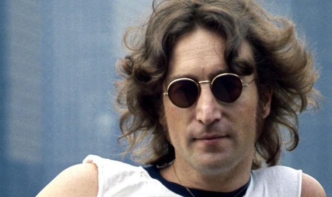La muerte de John Lennon solo sirvió para acrecentar su mito y admiración.