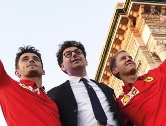 El director de Ferrari (centro) con sus dos pilotos en las últimas dos temporadas  @ScuderiaFerrar
