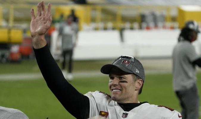 Brady lo vuelve a hacer| AP