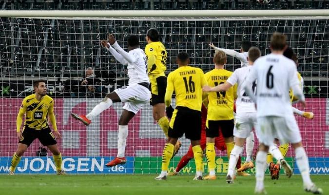 Las estadísticas muestran con claridad el problema del Dortmund para defender saques de esquina