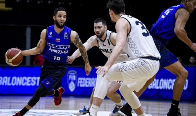 Heissler con la ofensiva/ Cortesía FIBA