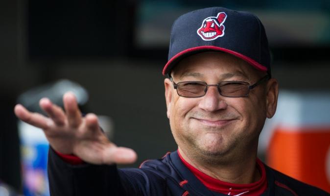Cortesía: MLB/ Terry Francona en el dugout de Cleveland