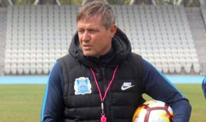 Fue entrenador del Nagoya y del Guangzhou chino