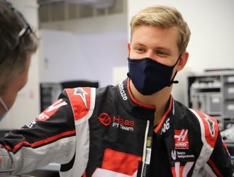 Quedó 16 en su primera carrera en F1| AP