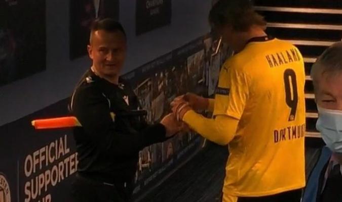 Sovre pidió el autógrafo a la estrella noruega del Borussia para donarlo a una organización que t