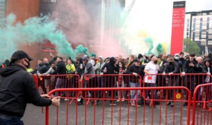 200 aficionados invadieron el estadio