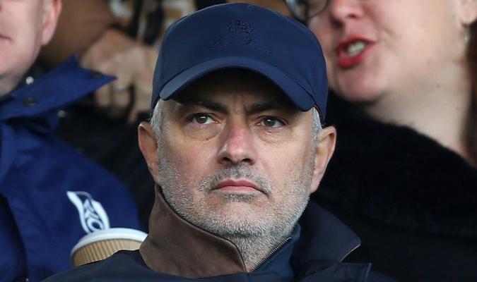 Mourinho se comprometió con la Roma hasta 2024