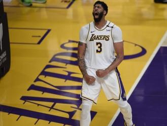 La victoria permitió a los Lakers (38-30) seguir en la lucha por el sexto puesto de la Conferencia