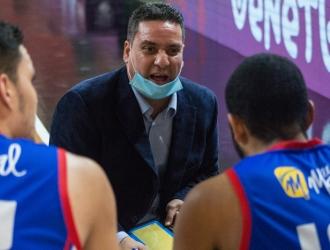 El estratega recibe a dos piezas de mucho peso en el baloncesto nacional| Prensa Superliga