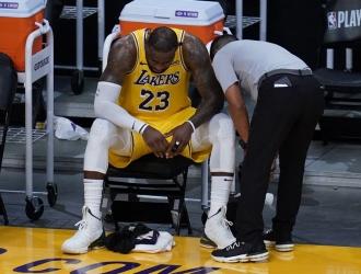 James lamentó que los actuales campeones de la NBA no hayan podido enseñar