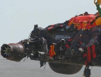 Verstappen salió de su coche un poco mareado tras el choque