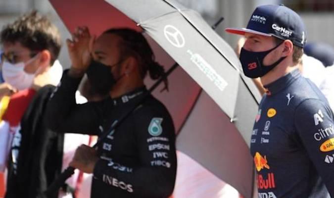 Hamilton chocó a Verstappen en una curva a minutos de empezar el GP